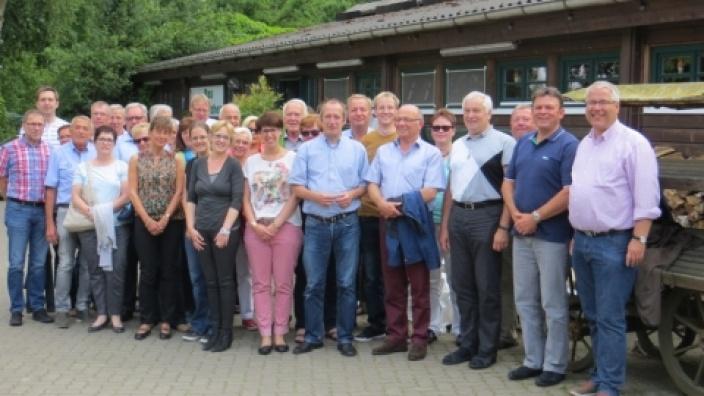 Gruppenbild der Teilnehmer der CDU-Fahrt mit Oliver Wittke MdB (Mitte) in Gelsenkirchen-Resse
