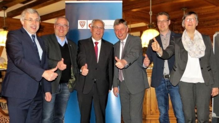 Klaus Kaiser MdL, Hans-Georg Bette (CDU-Stadtverband), Landrat Dr. Karl Schneider, Generalsekretär Bodo Löttgen, Andreas Schulte und Dörte Pape (CDU-Ortsverband Oberkirchen)